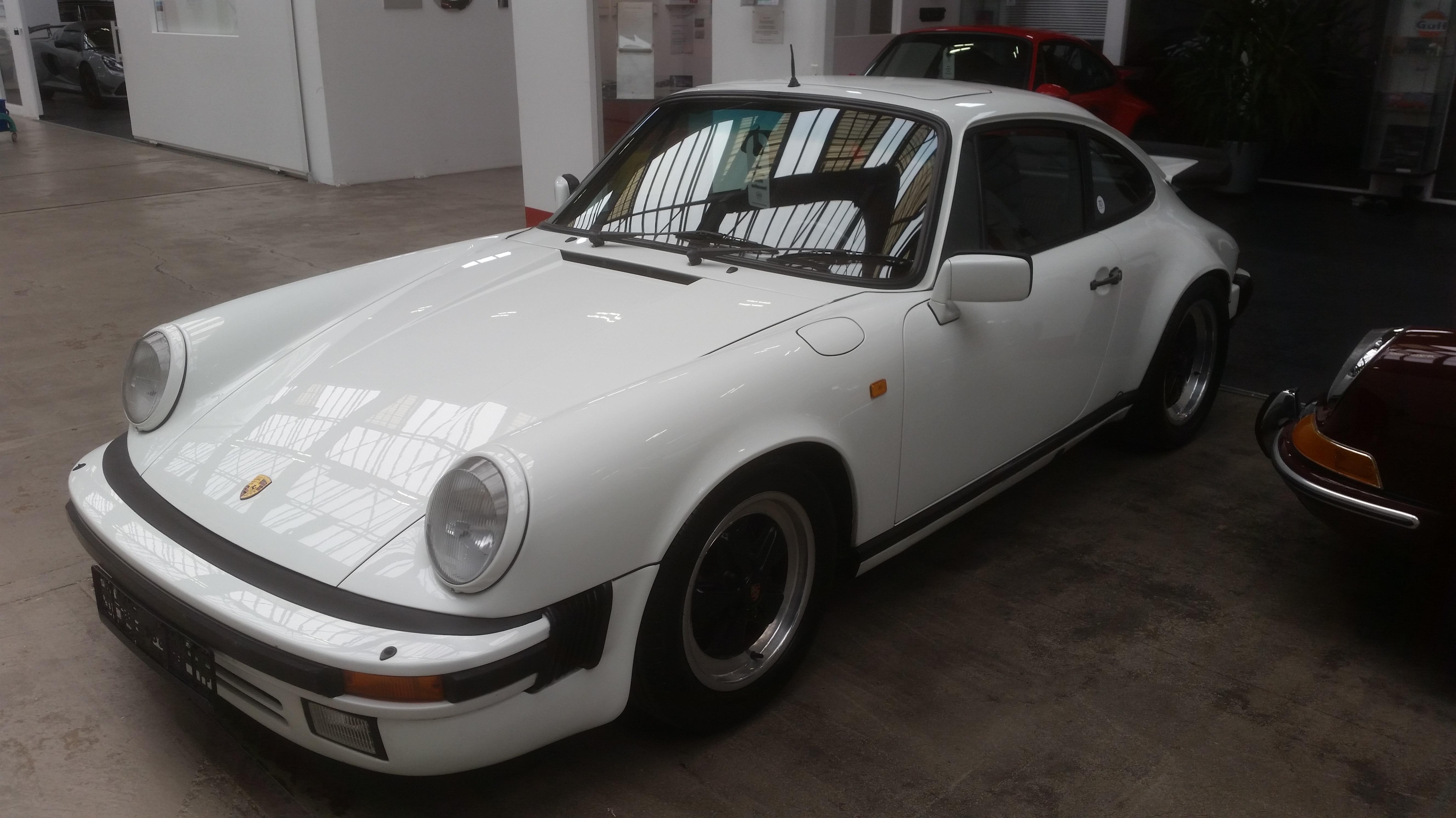 Classic-Concept-Porsche-Carrera-3.2